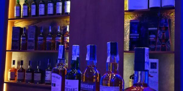 Barra cata de whiskys